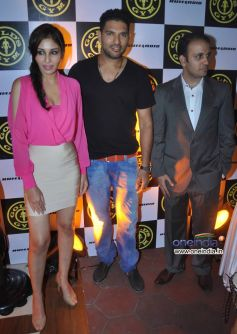 Pooja Chopra, Yuvraj Singh and Istayak Ansari at Relaunch of Golds Gym Bandra
