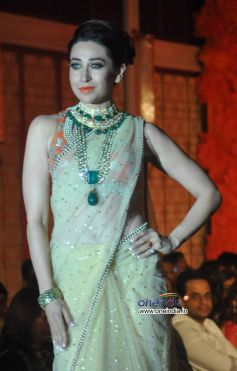 Karisma Kapooor walk the ramp for Maheka Mirpuri