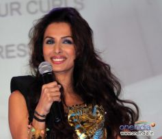 Malaika Arora address media during Toni and Guy Hair Meet Wardrobe Launch