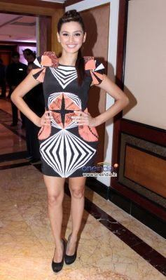 Model Shibani Dandekar at Toni and Guy Hair Meet Wardrobe Launch