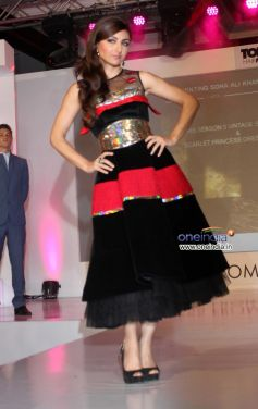 Soha Ali Khan walk the ramp at Toni and Guy Hair Meet Wardrobe Launch