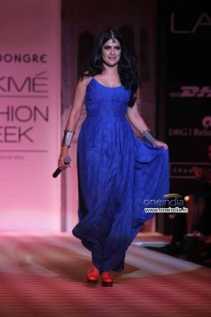 Sona Mohapatra walks the ramp at Lakme Fashion Week Winter/Festive 2013 Day 01