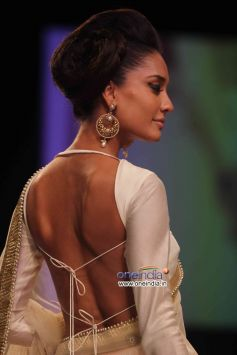 Lisa Haydon walks the ramp for designer Payal Singhal at Lakme Fashion Week Winter/Festive 2013