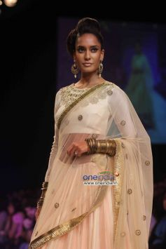 Lisa Haydon walks the ramp for designer Payal Singhal at LFW Winter/Festive 2013 Day 01