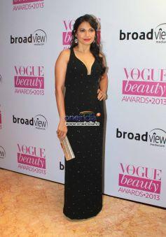 Sonam, Alia & Narmada at Vogue Beauty Awards 2013