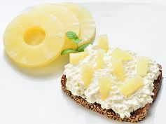 Tangy Fruit Sandwich Recipe: Breakfast