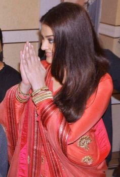 Aishwarya Rai Bachchan Inaugrates New store of Kalyan Jewellers