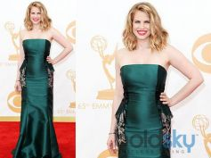 Anna Chlumsky In a Badgley Mischka gown and shoes, a Judith Leiber clutch and Forevermark jewelry