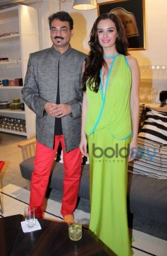 Blenders Pride Fashion Tour 2013 Wendell Rodricks & Evelyn Sharma In Her Green Dress