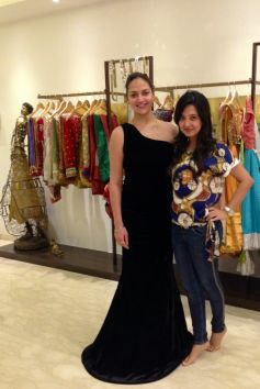 Esha Deol In fitted Black Velvet at Amy Billimoria for Customized Gown