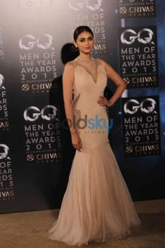 Aditi Roa in gorgeous dress at GQ Man of the Year Award 2013