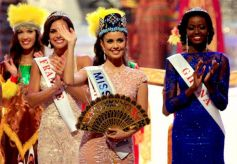 Megan Young flying hand at Miss World 2013 Events