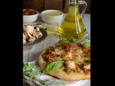 Weekend Special Herb Grilled Chicken Pizza