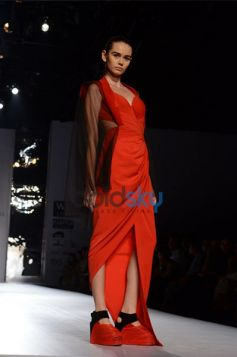 Amit Aggarwal  Designs In WIFW model in beautiful outfit
