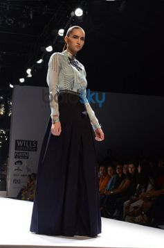 Ankur & Priyanka Modi Designs Day2 WIFW model posing