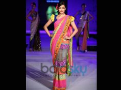 The Retro Look Of Model in Bengali Tradition Saree