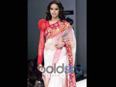 Bipasha Basu in Puffed Up Blouse and Saree