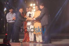 Bombay Bullion Associations Jewellery Show and Awards Guest Giving Award