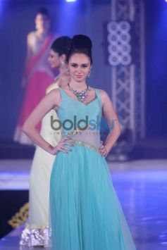 Bombay Bullion Associations Jewellery Show and Awards model in light blue dress