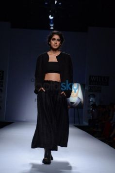 Day 2 of Wills India Fashion Week model in balck dress