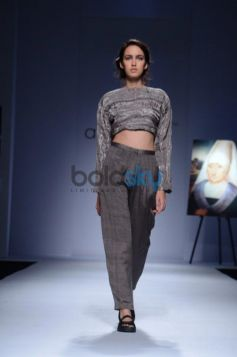 Day 2 of Wills India Fashion Week model in designer dress