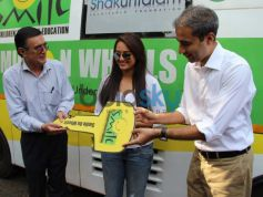 Event Manager giving key to Sonakshi Sinha Smile on Wheels Events