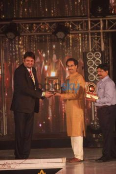 Guest presenting award Bombay Bullion Associations Jewellery Show and Awards