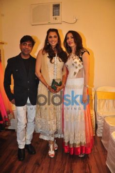 Isha Koppikar photo click with Sujata Ahuja and Sanjay Lalwani's Bridal Collection