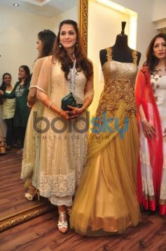 Isha Koppikar with beautiful costume Sujata Ahuja and Sanjay Lalwani's Bridal Collection