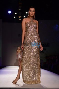 Malini Ramani New Collection for WIFW model pose to camera