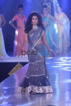Mallika Sherawat walks ramp at Bombay Bullion Associations Jewellery Show and Awards