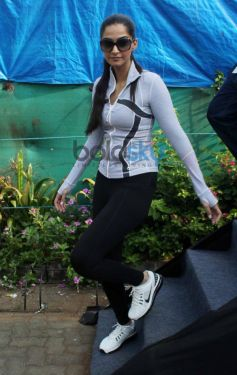 Max Bupa Walk for Health Sonam Kapoor getting down from stage