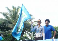Sonam Kapoor holding flag Max Bupa Walk for Health