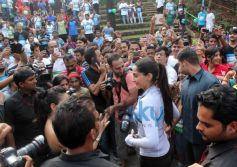 Sonam fans exited to see her at Max Bupa Walk for Health