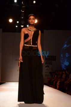 Model in ramp walk Malini Ramani New Collection for WIFW
