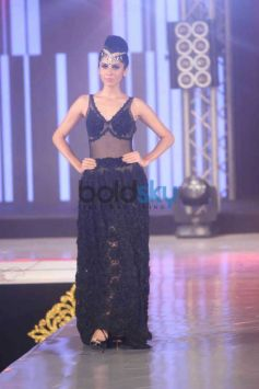 Model Ramp walk in Bombay Bullion Associations Jewellery Show and Awards