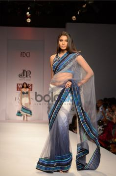 Niket & Jainee Collection Day3 WIFW model in beautiful saree