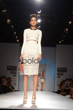 Pankaj & Nidhi Designer Collection Day2 WIFW model in nice outfit