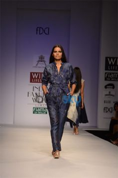 Pratima Pandey Collection For WIFW 2013 model ramp walk