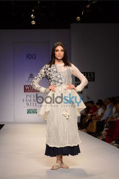 Pratima Pandey Collection Model ramp walk on the floor
