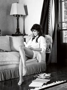 Priyanka Chopra becomes Ambassador for Guess photo feature
