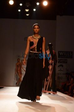Ramp walk model posing Malini Ramani New Collection for WIFW