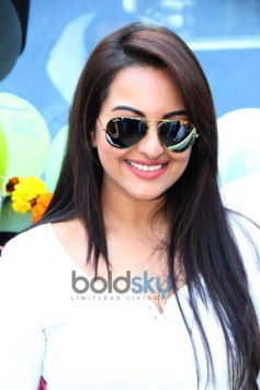 Sonakshi Sinha cool pose Smile on Wheels Events