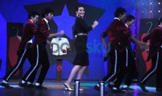 Sonakshi Sinha dancing with MJ 5 Moon Walk on Junior MasterChef Event