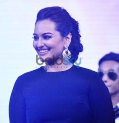 Sonakshi Sinha lokking beautiful at Junior MasterChef tv show