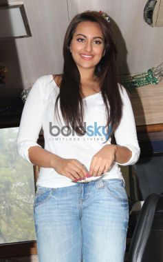 Sonakshi Sinha looking beautiful at Smile on Wheels Events