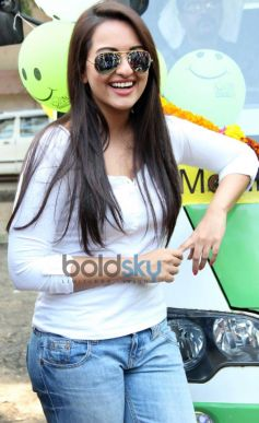 Sonakshi Sinha looking cool in sun glass launch Smile on Wheels Events