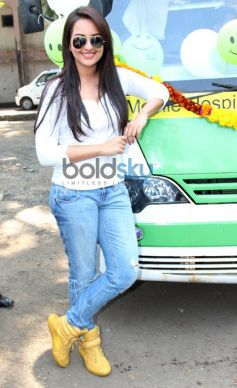 Sonakshi Sinha at Smile on Wheels Events