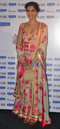 Sonam Kapoor addressing media at the 15th Mumbai Film Festival