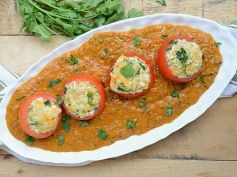 Stuffed Tomatoes in Malai Gravy Dish
